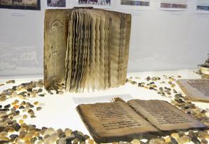 Antik. Boken med bröllopspsalmer är handgjord och mer än 500 år gammal. Den har gått från generation till generation.