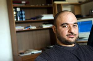 """Arbetslös. """"Jag vill inte betrakta mig som invandrare i Sverige. Där en man jobbar och bor där är hans plats"""", säger Mahmoud Shahin."""