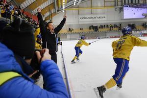 Slutsignalen går i VM-finalen. Sverige har just säkrat guld efter Adam Gilljams 4–3-mål på tilläggstid.