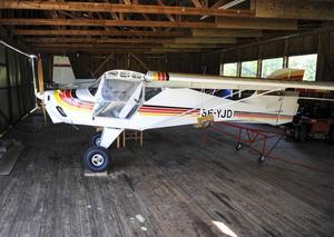 En del medlemmar har sina egna plan i klubbens hangar.