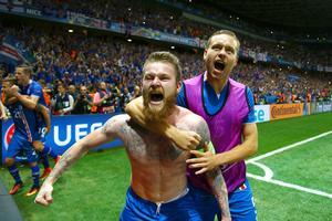 Aron Gunnarsson var, med rätta, i extas efter att Island slagit England med 1-2.