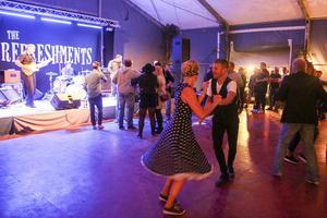 The Refreshments lockade ut besökarna på dansgolvet på lördagsnatten.