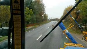 Här rör sig vargen 200 meter från friskolan i Kungsfors, en mil norr om Järbo.