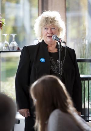Angela Beausang, ordförande för Riksorganisationen för kvinnojourer och tjejjourer i Sverige, berättar att 13 kvinnor hittills i år har mördats av närstående män.