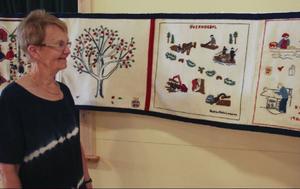 """Alla som ville fick vara med på projektet """"Vår tids Överhogdalsbonad"""". Kerstin Sahlin Larsson valde att skildra det äldre skogsbruket till det moderna."""