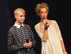 Modevisningens arrangörer Jocke Nyman och Johanna Engström är mycket nöjda med intresset för visningen.