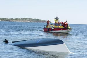 Arkivbild från sommaren 2017 där Sjöräddningssällskapet var på plats under en olycka med en segelbåt utanför Örnsköldsvik.