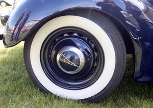 Bara däcken till John Nordgrens Ford gick på 13000 kronor.