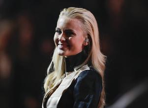 Zara Larsson prisades för årets låt,