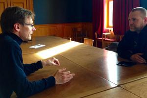 Till vänster: MiUn:s rektor Anders Fällström. Till höger: Östersunds kommundirektör Anders Wennerberg.