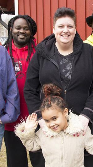 Bobo med sina föräldrar Ulrika och Jay.