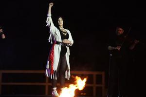 Mimie Märak inledde årets Urkult under Eldnatten. På stora scenen talade hon om samernas rättigheter.