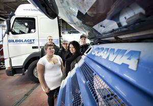 Linus Hedman, Robin Essell, Kristoffer Lindholm, Amanda Rosander och Emelie Hammarström går första året på fordon. Emelie har bestämt sig för att bli lastbilschaufför.