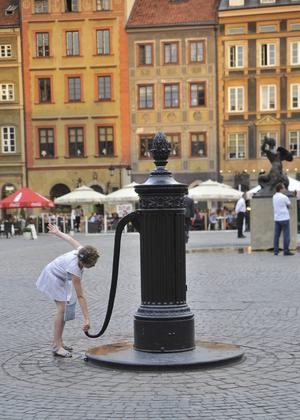 Bildtext 9: Stadskärnan är så gott som helt fri från bilar och annan motortrafik.   Foto: Anders Pihl