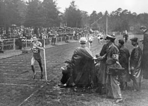 """Fotot är från slutet på 1930-talet, när Idrottsparken vid Backlura var ny. I folkmun kom den att kallas """"Rumba"""" efter den mycket populära dansen."""