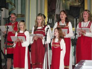 """En mindre ensemble ur """"Spelet om Bodda"""" bjöd vid två konserter  i Bodsjö kyrka på smakprov av kommande jubileumsårs nyskrivna sånger.Foto: lo rindberg"""