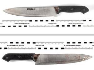 Denna kniv hittades i den åtalade 19-åringens bostad. Blodet på kniven kommer från 70-årige Kalle.