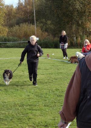 Att springa var ett av inslagen i klassen barn med hund.