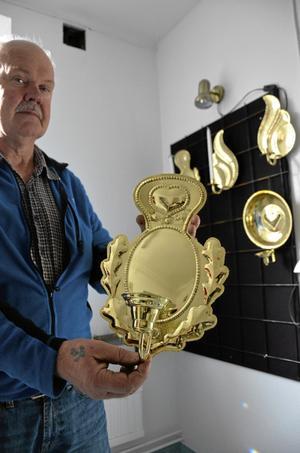 Formad plåt. Så här blir den färdiga ljusplåten eller lampetten som Lennart Andersson nyss jobbade med.