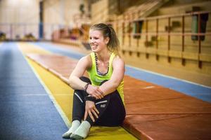 Söderhamnaren Viktoria Karlsson är en av världens främsta längdhoppare i sin klass. Till vardags går hon idrottsgymnasiet i Bollnäs.