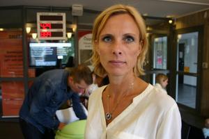 Jessica Rönnevall, gruppchef på passexpeditionen hos polisen, anser att man bör ha tålamod och mat i magen innan man kommer till passexpeditionen.