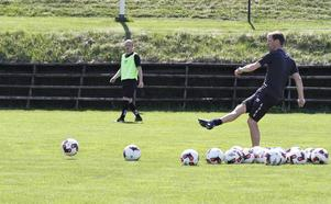 Roger Sandberg på Brynäsvallens gräs.