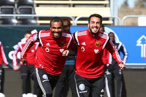Brwa Nouri (t.h.) i en träningskamp med lagkamraten Alex Dyer i ÖFK.