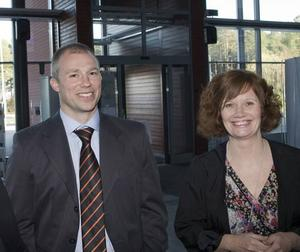 """FRÅN SWEDBANK. Peter Thunell, företagschef på Swedbank syntes i vimlet tillsammans med Monica Rahm från Göranssonska stiftelsen. """"Jag tror det här med nätverk är viktigt"""", sa Monica Rahm."""