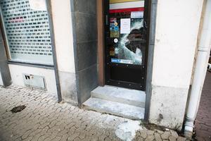 Två män försökte, med hjälp av en slägga, att ta sig in i butiken Rudolfssons Ur & Guld i Sollefteå.