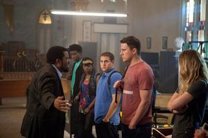 Knappast helskärpta poliser. Jonah Hill och Channing Tatum får instruktioner om hur de ska infiltrera eleverna på en knarkdrabbad skola.