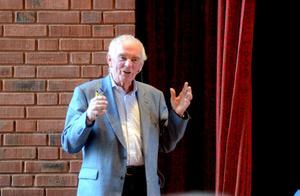 Lars Nilsson var inbjuden till SPF:s temadag om läkemedel och munhälsa. I Vasaskolans aula talade han om behovet att förbättra läkemedelsbehandlingen bland äldre.