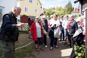 Sven Bodin i högform under sitt ivriga berättande. Foto PA Strömberg