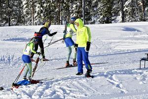 Snö och landslag som trängs på Idre Fjäll.