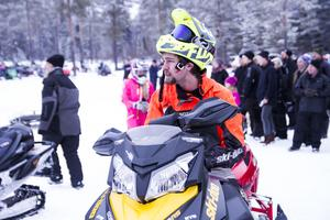 Lukas Svensson, vinnaren i herrklassen, kollade in motståndet.