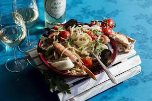 Skaldjurspasta är aldrig fel. Här en läcker frutti di mare med mycket av havets goda.   Foto: Christine Olsson/TT