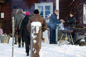 Sundborns GoIF - hemmaklubben - serverade kaffe och varmkorv till hugade spekulanter.