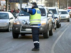 Vanligtvis, om man kört för fort eller rattfull, tar polisen körkortet på en gång.Foto: Bertil Ericson/Scanpix