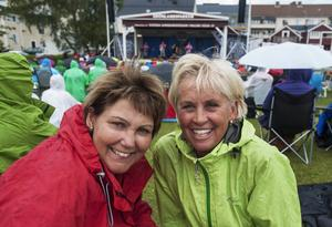 Anne Svensson och Birgitta Järdler stormtrivs i Grönlansparken.