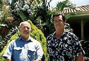 Foto: MARIANNE LUNDQVIST Australien 2002. Efter 35 år möts de på nytt, Bernt Lundqvist från Hamrånge och Bruce Teede från Australien. Ett kärt möte