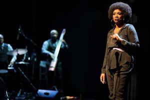 Josette Bushell-Mingo speglar sitt eget liv i sångerskan Nina Simones erfarenheter och musik.