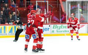 Timrås Jonathan Dahlén hade en bra kväll med två mål och en assist när man besegrade Pantern med 3-2.Foto: Pär Olert