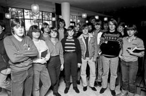 Klass 9F på Gröndalsskolan i Nynäshamn organiserade 1980 en pappersinsamling. Bilden är tagen av HGbild och förvaras i dag i Nynäshamns bildarkiv. Foto: HGbild