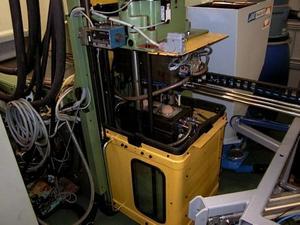 I en maskin i Malung tillverkas numera två bollar i minuten.