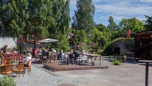 Under lördagen var det fullsatt på Genbergs Sommarcafé i Virsbo.