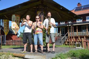 Ljudet på scenen är testat och godkännt av Jocke Falk, Cissi Larsson och Adam Falk, delar av Spicy Advice Ragtime Band.
