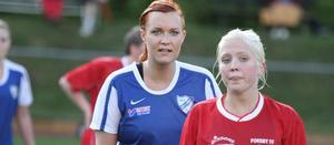 Två av kvällens målskyttar, Götlundas Emelie Hilmersson, t v, och Forsbys Julia Nilsson.