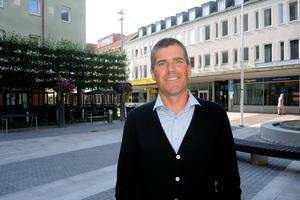 Patrik Nilsson är nätexpert på Telenor och konstaterar att dalfolket surfade 76 procent mer i mobilen, i Telenors nät, i juli i år jämfört med samma period i fjol.