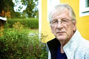 Björn Carlsson beskriver sig inte som den typen av människor som ofta har tur i spel. Men i söndags fick han äntligen utdelning på allt nötande i tv-soffan med bingolotterna - 50 000 kronor i mat/kök-checkar och så en sprillans ny Volvo V70.