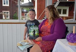 Annica Hedörn med femåriga barnbarnet Felix.