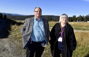 Jörgen Jonsson och Berit Inga vill gärna tro på en framtid för rennäringen, men markintrång för gruvor och skogsbruk liksom rovdjurstryck innebär problem för rennäringen.